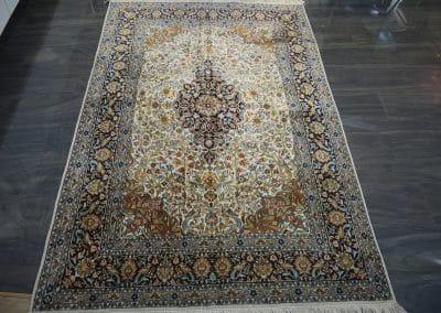 Кашмир — индийский шелковый ковер ручной работы. Состав 100% шелк. Страна Индия. Размер 190 х 127 см