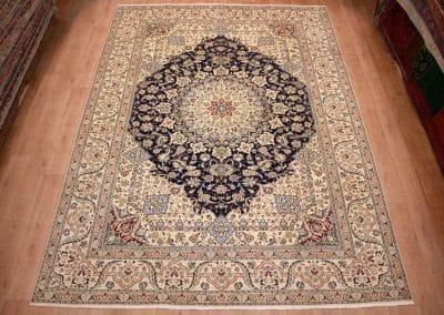 Наин 9ла — персидский ковер ручной работы. Материал шерсть и шелк. Страна Иран. Размер 413 х 300 см
