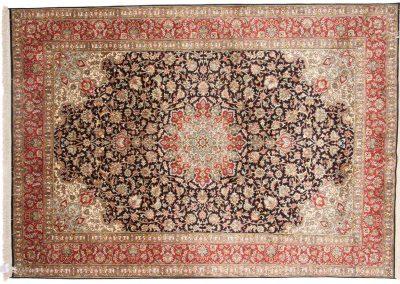 Кашмир — индийский шелковый ковер ручной работы. Состав 100% шелк. Страна Индия. Размер 265 х 191 см
