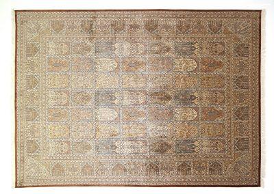 Кашмир — индийский шелковый ковер ручной работы. Состав 100% шелк. Страна Индия. Размер 346 х 248 см
