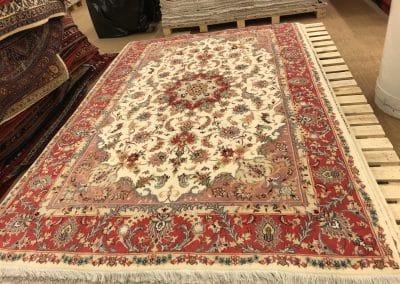 Табриз – персийски килим от финна вълна и коприна – 304 х 193 см