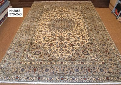 Persian Kashan  Rug – 100% wool  – 370  x 243 cm